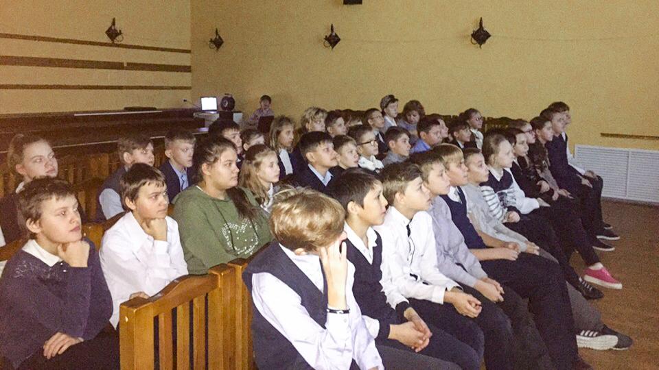 Урок живой истории для ветеранов Глуховского хлопчатобумажного комбината и учеников Глуховской школы-интерната N 2